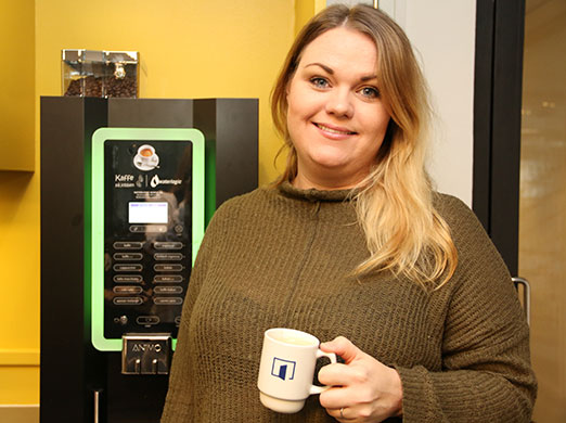 Lisa Linnéa Nygård med Waterlogic Animo Kaffemaskin